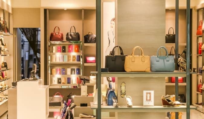 Brechó de luxo: plataformas de compra e venda de itens de prime usados ganham popularidade